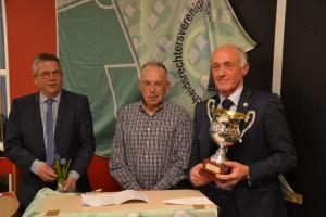 Bert Kamstra (rechts)wint Roedersbokaal - links Robert van Dorst en midden Klaas Smth (foto Wouter Horst)